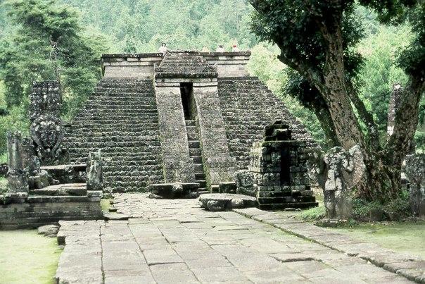 Храм Канди Сухук на о. Ява, ведическая культура